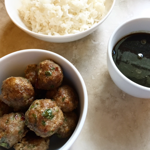 asian turkey meatballs | via she likes to eat