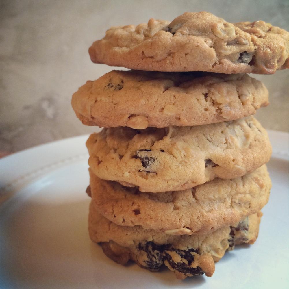 oatmeal biscoff cookies with vanilla-soaked raisins | via she likes to eat