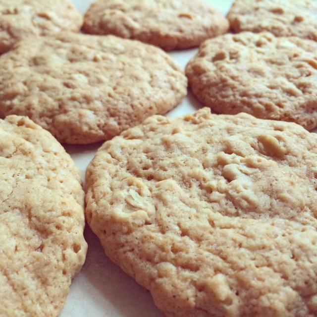maple brown sugar oatmeal cookies | via she likes to eat