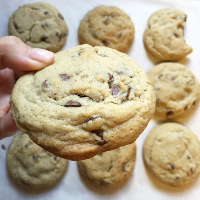 grande chewy chocolate chip cookies | via she likes to eat